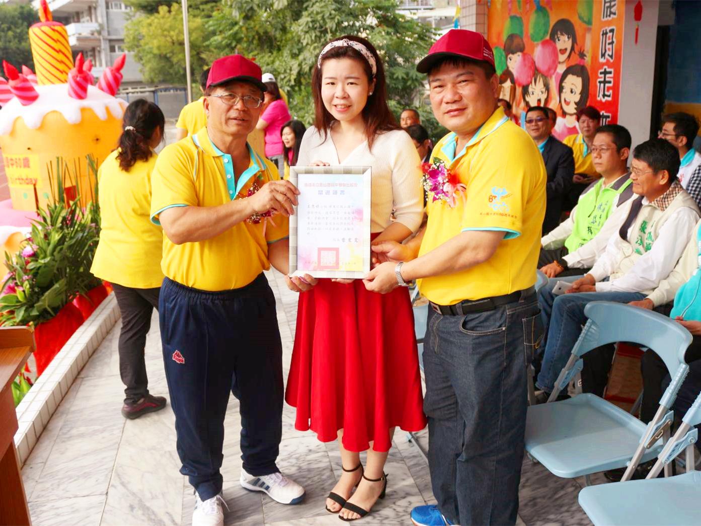樹德科大校友總會常務理事王思婷 獲頒鳳山國中六十周年傑出校友